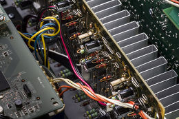 Denon AVR-X2400H Vue de détail 1