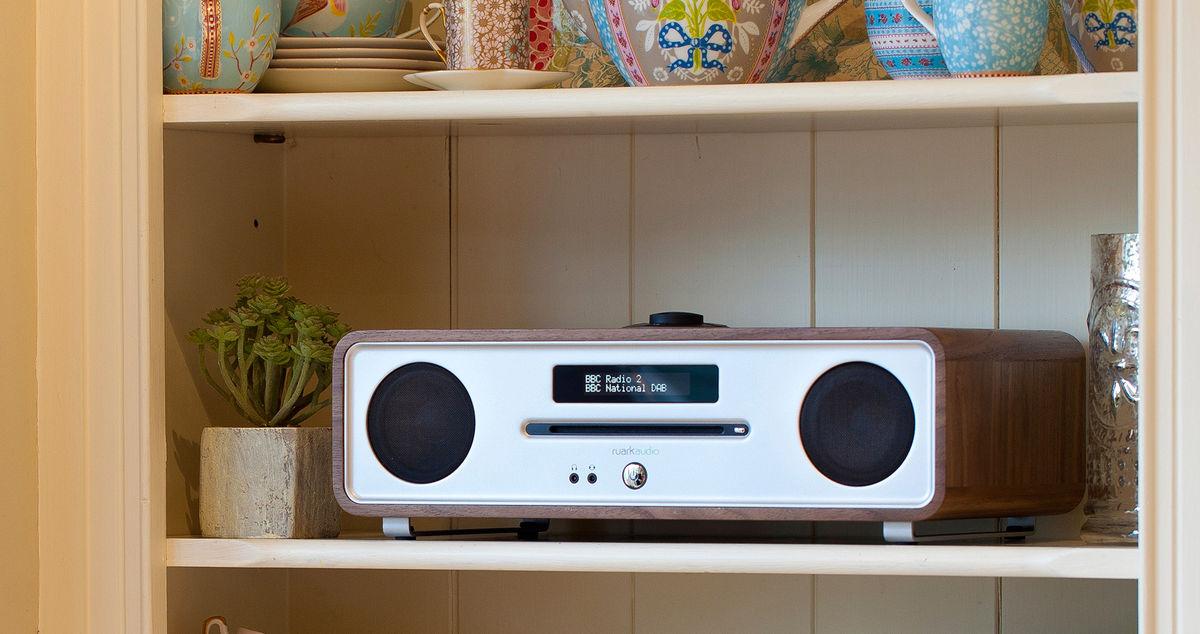 ruark audio r4mk3 noyer enceintes connect es sur son vid. Black Bedroom Furniture Sets. Home Design Ideas