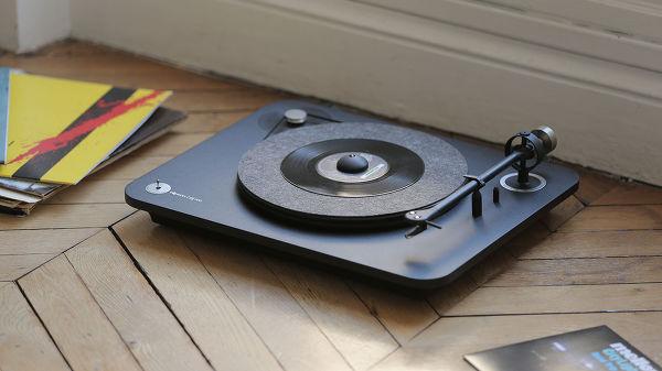 La platine vinyle Elipson Alpha 100.