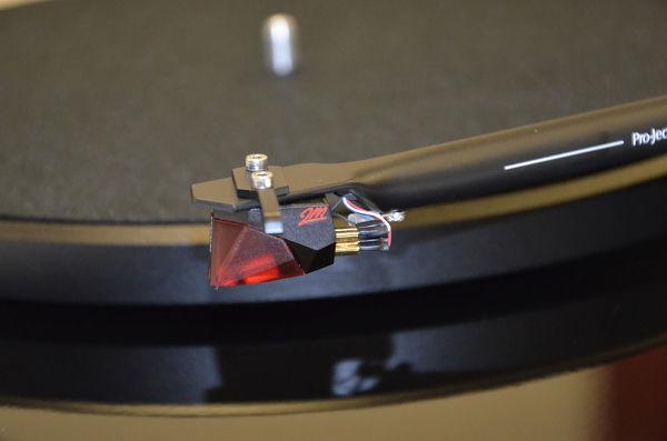 Pro-ject Debut 3 DC Noir laqué + Ortofon 2M Red