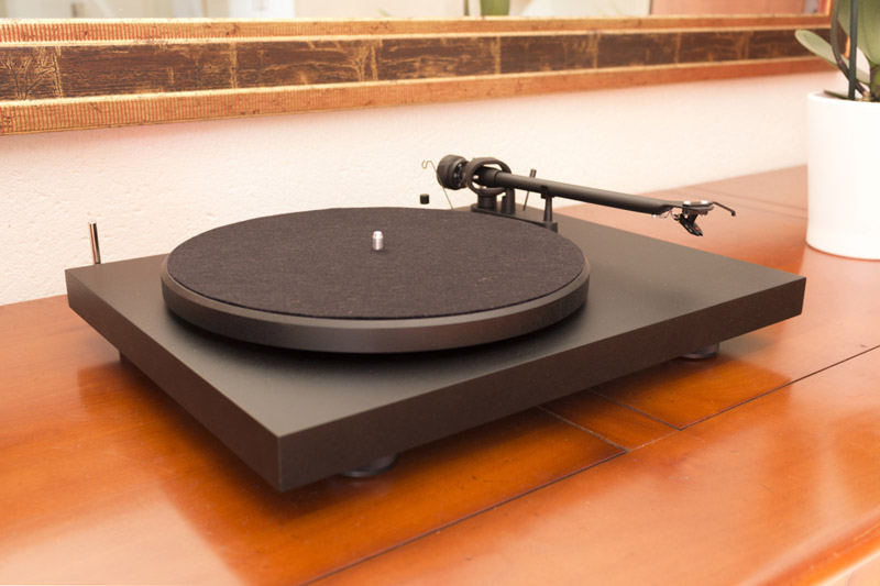 installer une platine vinyle pro ject debut son vid. Black Bedroom Furniture Sets. Home Design Ideas