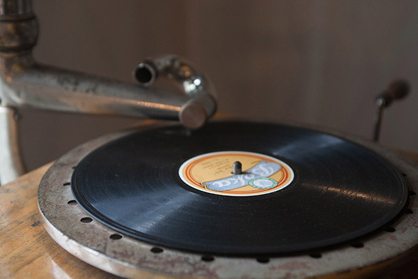 Disques 78 tours sur gramophone