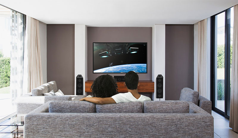 Configurations Dolby Atmos avec enceintes d'effets Dolby Atmos de reflexion au plafond.