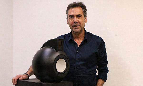 Interview :                                                                 Philippe Penna, responsable recherche et développement audio chez AV Industry